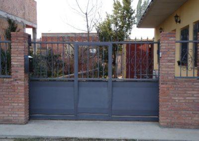 Puerta corredera de acero