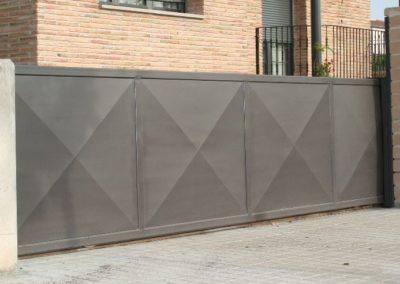 Instalacion de puerta corredera motorizada en Lleida