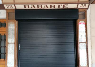 Puerta enrollable para negocio