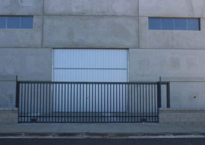Puerta corredera industrial de acero